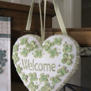 Heartfelt Trio - Welcome hanging heart