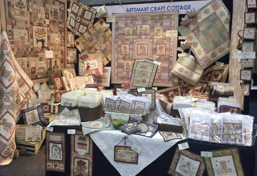 AQM 2015 ~ setting up the Artsmart Craft Cottage stand