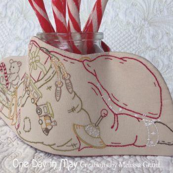 Sleepy Santa - hat & spinning top detail